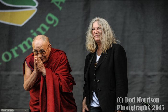 patti smith & dalai lama @ glstonbury 2015